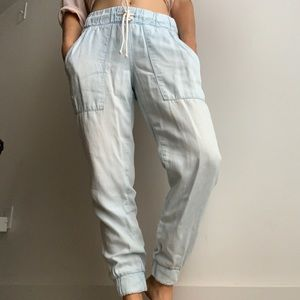 Chambray elastic waist and ankle pant.